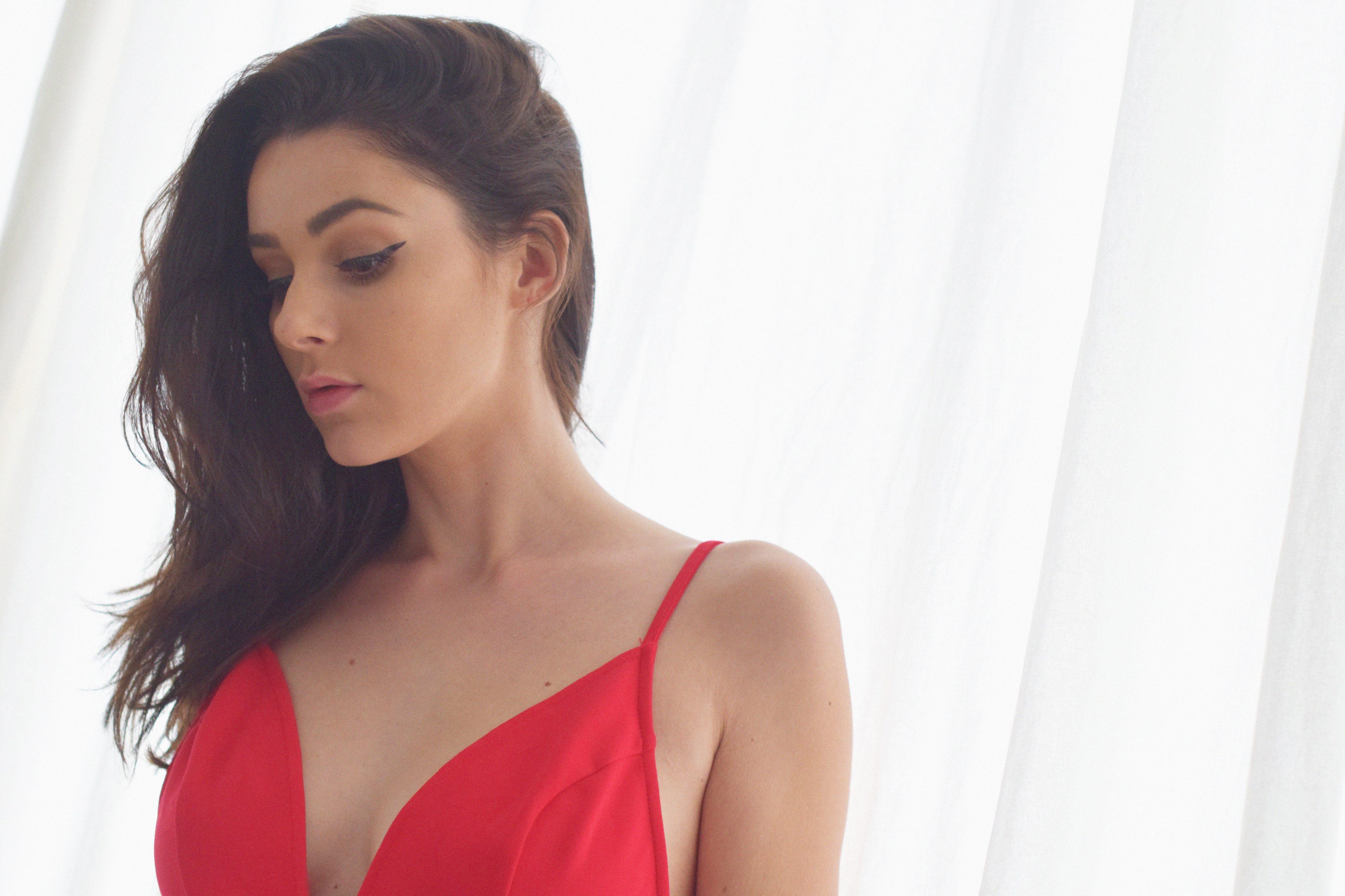 tobi_red_dress2